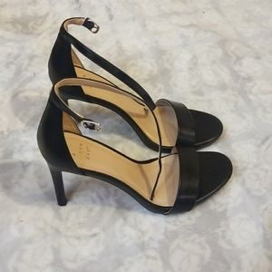 A. New day heel with strap size 7.5